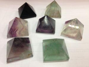 Кристаллы Пирамида в ассортименте (3 см)